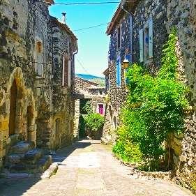La Source Ardèche - le vieux village d'Alba La Romaine à proximité