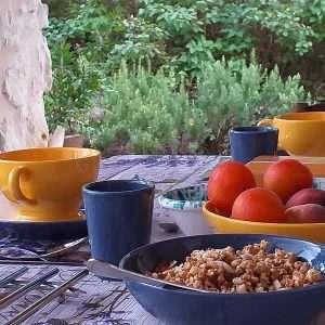 La Source Ardèche - notre table d'hôte - petit déjeuner en plein air