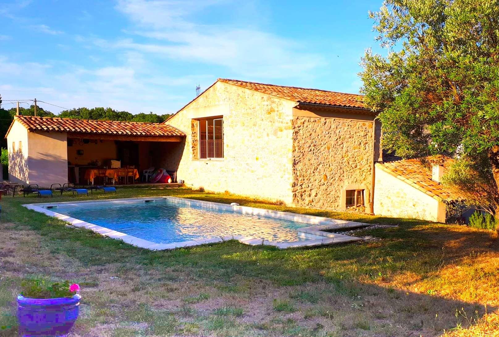 La Source Ardèche soir soleil au bord de la piscine